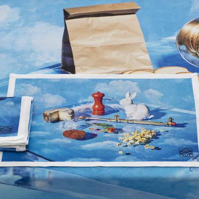 SEPTIEMBRE2017 Loewe lanza una mantelería con imágenes de la campaña de Steven Meisel.
