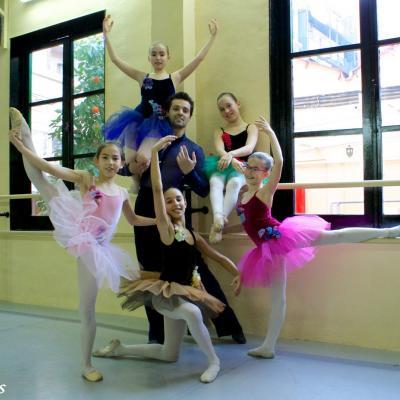 27FEBRERO2013 Barbie ofrece a las niñas la oportunidad de bailar con Ángel Corella.