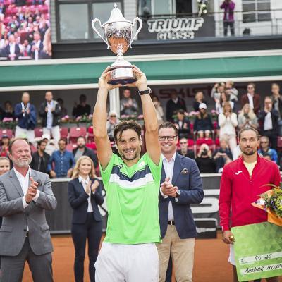 23JULIO2017 David Ferrer vuelve a levantar un trofeo en Bastad. Foto: Twitter