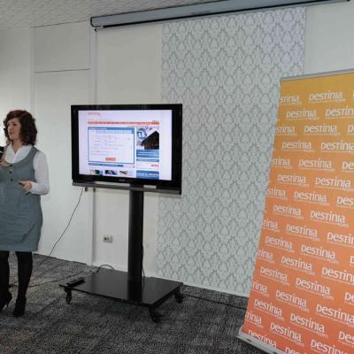 8FEBRERO 2011Directora de marketing online Beatriz Oficialdegui.