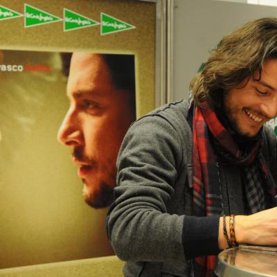 """24ENERO2012 Firma de discos de Manuel Carrasco de su última producción """"Habla"""". Foto: Montse Carreño."""