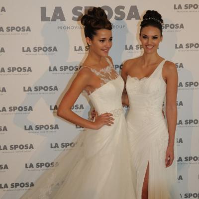 05MARZO2012. Presentación de la colección de Sposa 2013, en Barcelona. Malena Costa (i) y Helen Lindes (d).Foto: Montse Carreño.