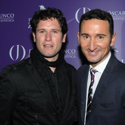 17MAYO2012 El Dr. Óscar Junco (d) junto al actor Antonio Zabaluru (i). Foto: Montse Carreño.