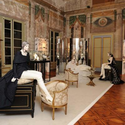 """29OCTUBRE2011 Imagen del recorrido de la exposición """"La Passeggiata"""" de Chanel en Barcelona. Foto: Manel Martin."""
