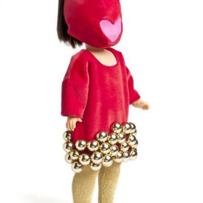02OCTUBRE2013 Nancy se viste a la moda actual, en su 45 aniversario, con diseños exclusivos. Agatha Ruiz de la Prada. Foto: Museo de Traje de Madrid.