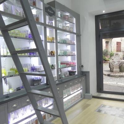13MAYO2014 Jeanne en Provence abre su primer boutique en Saint-Paul de Vence.