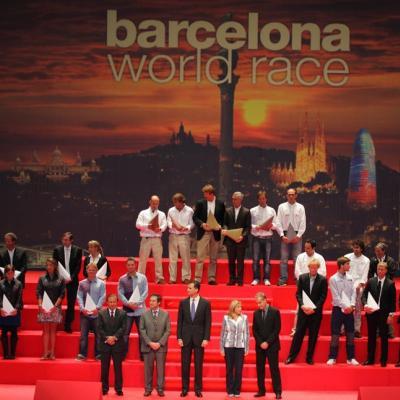 04MAYO2011 Foto de familia, con las autoridades y todos los galardonados. Foto: BWR.