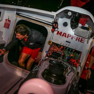 01ENERO2015 Rafa Nadal visita la Volvo Ocean Race y el Mapfre en Abu Dhabi. Foto: Organización.
