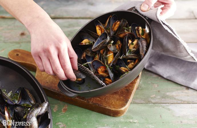 Staub presenta tres nuevos utensilios para la cocina marinera