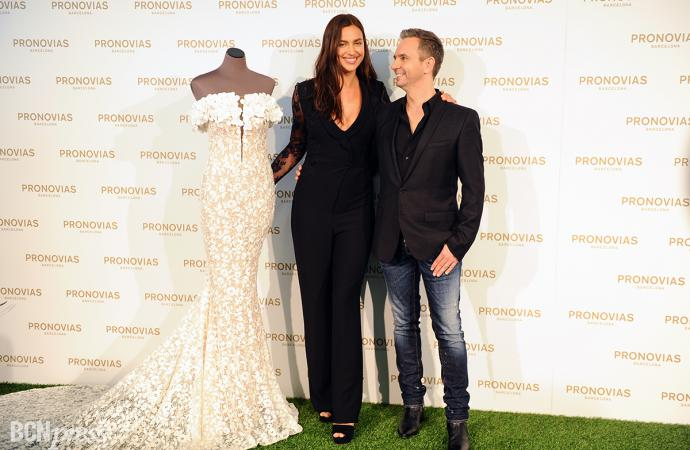 Irina Shayk en el fitting de Pronovias