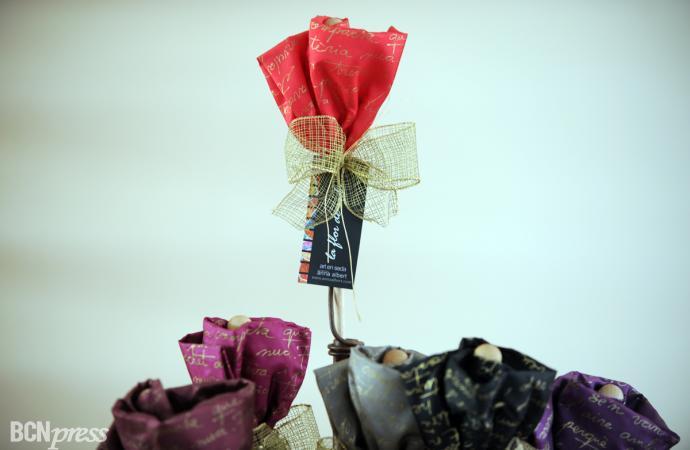 Una flor, un poema y un pañuelo de seda