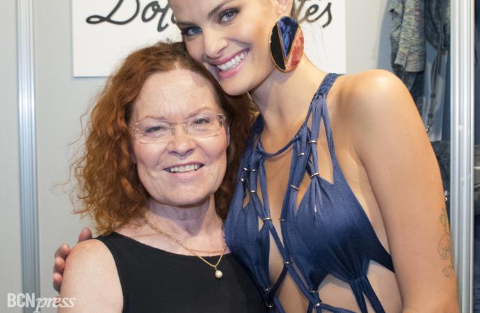 Isabeli Fontana desfila con el baño de Dolores Cortés