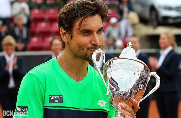 David Ferrer vuelve a levantar un trofeo
